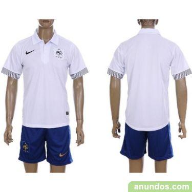 locales de ropa de futbol