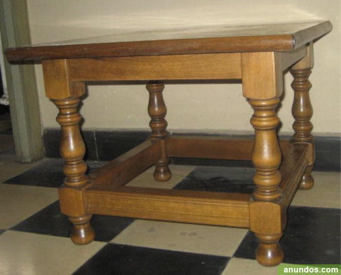 Mesa cuadrada de madera color roble oscuro  León Ciudad