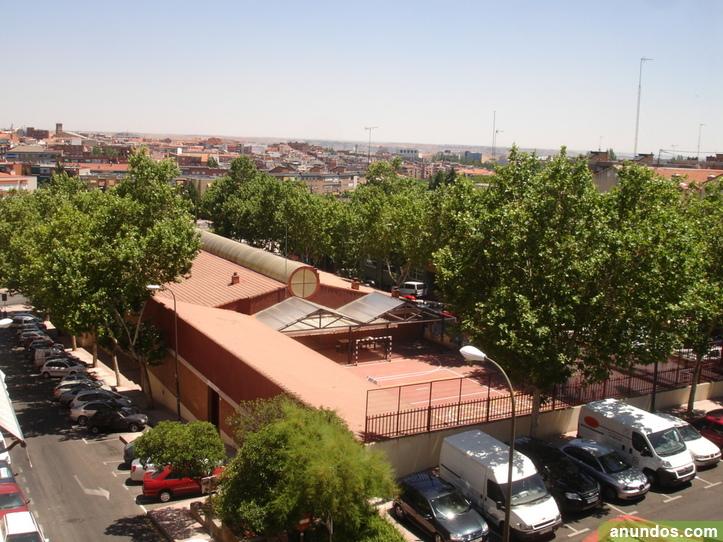 Habitación con terraza solarium a chica en dúplex