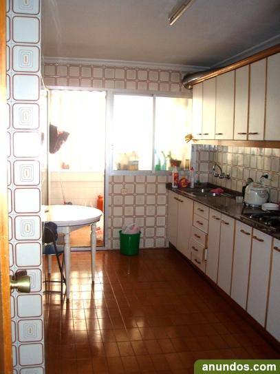 Habitación libre en piso estudiantes