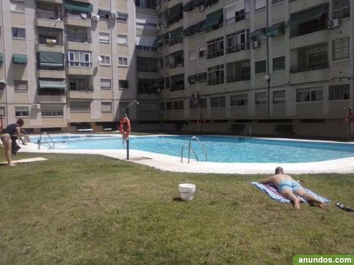 Piso alquiler en trauma con piscina 450e granada ciudad for Alquiler piscina