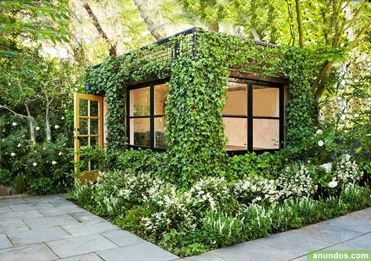 Construcción modular cubierta de vegetal