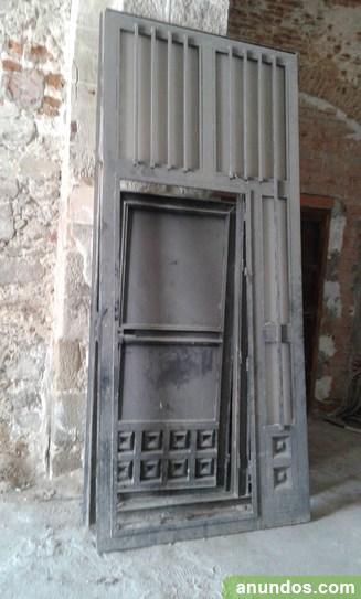 2 puertas de hierro macizo