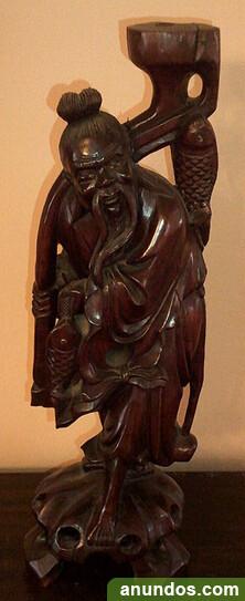 Figura de pescador oriental en palosanto