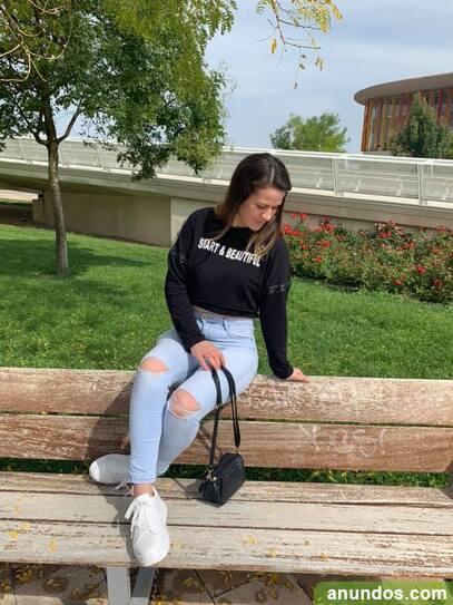 Chica rumana busca empleo camarera